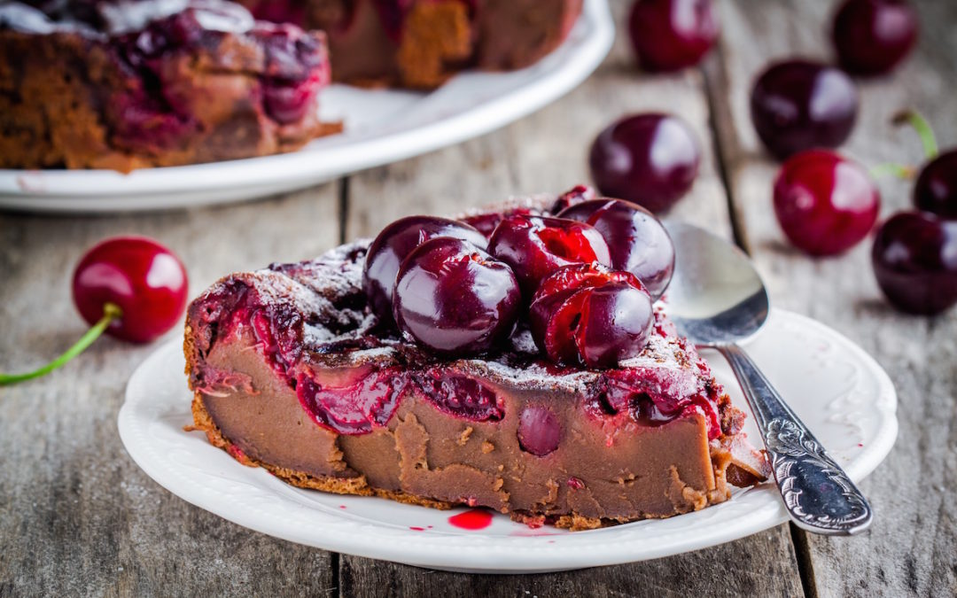 Raw, Vegan Chocolate Cherry 'Cheesecake'